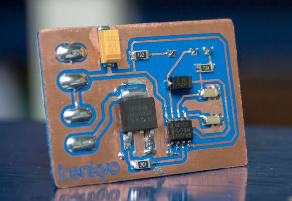 Surface-mount 555 PWM circuit