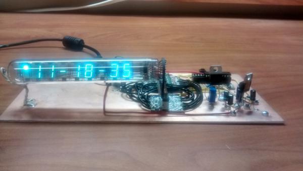 MSP430 VFD Clock – Manhattan Style