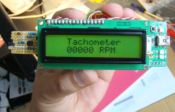 How to make a contact-less digital tachometer using IR-light reflection technique