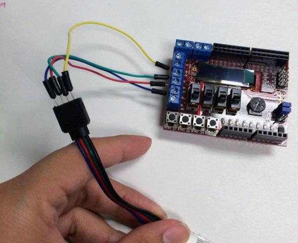 ChipKIT Basic I-O Shield, Connecting the LEDs
