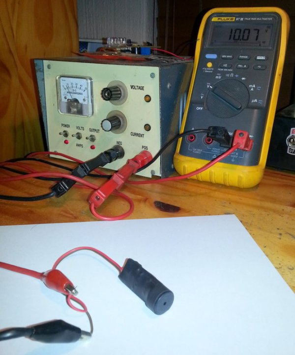 PIC 12F675 Programmable 12V Battery Monitor schematic