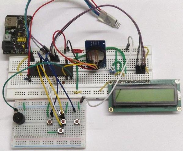 Digital-Alarm-Clock-Circuit-hardware using pic-microcontroller